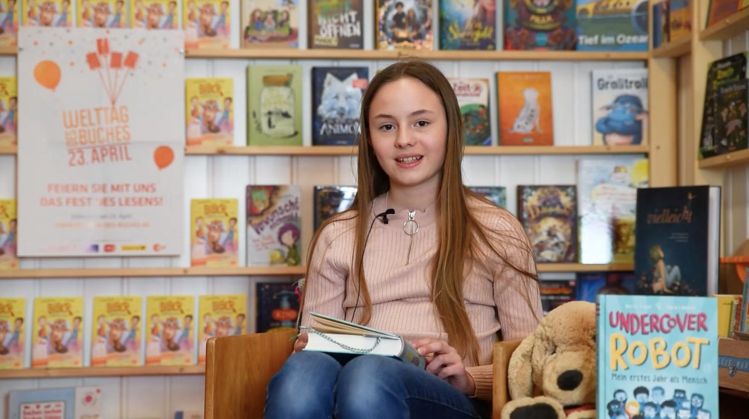 Viktoria Lex (6d) liest anlässlich des Welttags des Buches
